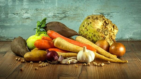 Nous avons décidé de vous partager les fruits et légumes de saison accompagné de recette pour vous inspirer chaque mois et cela vous permettra d'acheter de plus en plus de produits de saison. Ça vous permettra également de consommer peut être un peu plus local, ou d'être beaucoup plus vigilant sur la provenance des produits et de vous inspirer pour de nouvelles recettes.