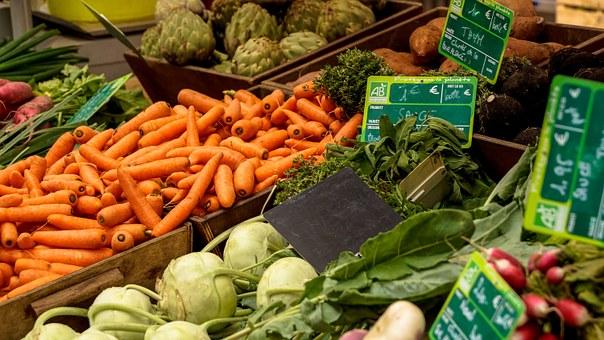 Ah le printemps ! Il nous offre de nouveau légume, pour varier un peu plus nos repas et les saveurs. Un peu radin sur les fruits, mais cela ne dure qu'un mois. Le mois de mai ce montre plus prometteur. Nous avons décidé de vous partager les fruits et légumes de saison accompagné de recette pour vous inspirer chaque mois et cela vous permettra d'acheter de plus en plus de produits de saison. Ça vous permettra également de consommer peut être un peu plus local, ou d'être beaucoup plus vigilant sur la provenance des produits et de vous inspirer pour de nouvelles recettes.