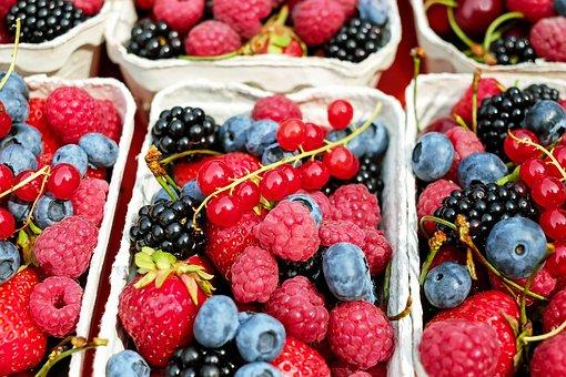 On vous l'avez promis, les voici! Nous avons décidé de vous partager les fruits et légumes de saison accompagné de recette pour vous inspirer chaque mois et cela vous permettra d'acheter de plus en plus de produits de saison. Ça vous permettra également de consommer peut être un peu plus local, ou d'être beaucoup plus vigilant sur la provenance des produits et de vous inspirer pour de nouvelles recettes.