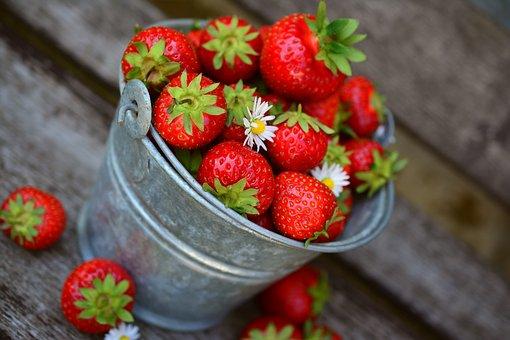 strawberries-3431122__340